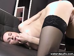 Xara Uses A Pump On Her Labia