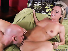 Bree Olson with small breasts shows oral