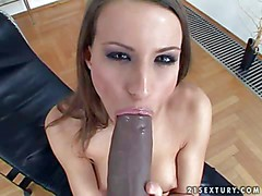 Tall shaved pussy girl Sindy with perky ass takes off