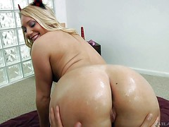 AJ Applegate is a naked gorgeous blonde with perfect bubble