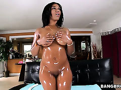 With juicy ass gets her butt penetrated doggystyled