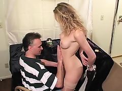 Guy rams dildo in slut's pussy and gets BJ on couch