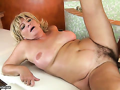 Blonde proves that she can fuck like no other