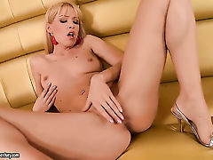 Blonde Sophie Moone is ready to