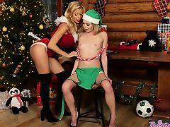Twistys - Mrs.Clauss Little Helper - Angel Sm