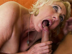 Blonde hottie plays with her clit