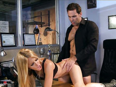 Mouth-watering hottie jessica drake is too horny to