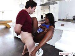 gorgeous ebony babe gets dicked