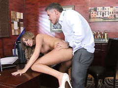 Mick Blue gets pleasure from fucking extremely sexy Alexis Adamss honeypot