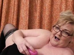 busty bbw mature playing with her juicy cunt
