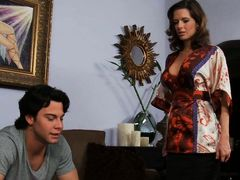 Miss Avluv comes home to find Seth