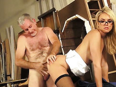 Keira Nicole kills time blowing guys stiff meat stick