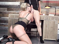 Xander Corvus drills ultra sexy Phoenix Maries mouth just like crazy