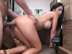 Chica gagging on erect meat pole of horny guy