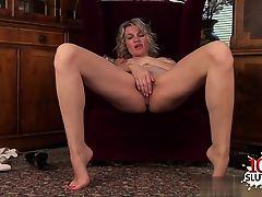 Sexy girlfriend sperm in mouth