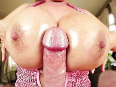 Passionate hoochie with huge hooters has some time to get