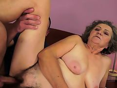 Chubby granny gets orally pleased and fucked