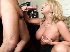 Blonde Heather Summers puts her luscious