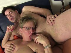 XXX Omas - German Slut sucks cock and eats pussy in foursome