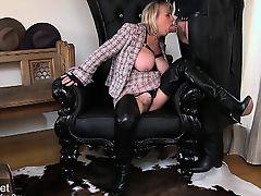 Slut hot Milf gives awesome blow job