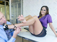 Milf porn diva gets her muff pie pounded by hot dude