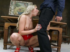 Blonde Ary getting down and nasty in