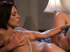 Kirsten Price is a blowjob addict that loves guys erect worm