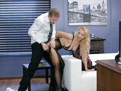 Blonde has great sexual experience and expands it