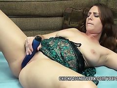 Curvy cutie Alisha Adams uses a toy to make herself cum